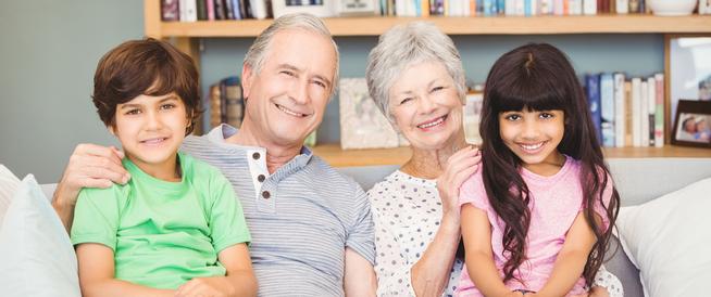 هل ينبغي أن يربي الجد والجدة الحفيد؟