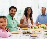أثر وجبات العشاء العائلية  على تصرفات المراهقين