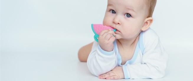 أعراض التسنين عند الأطفال ونصائح لتخفيف الألم