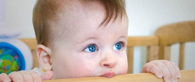 أعراض التسنين عند الأطفال وكيفية تخفيف الألم