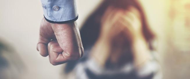 5علامات قد تشير الى علاقة عنيفة
