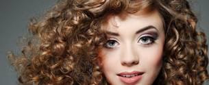 كل المعلومات حول الشعر المجعد: كيفية العناية والرعاية به !