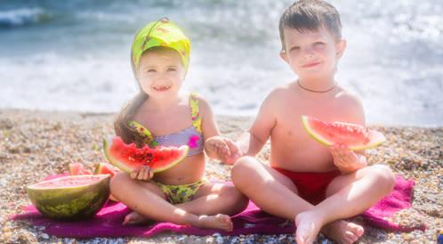 لا تهملوا تغذية الأطفال في العطلة الصيفية