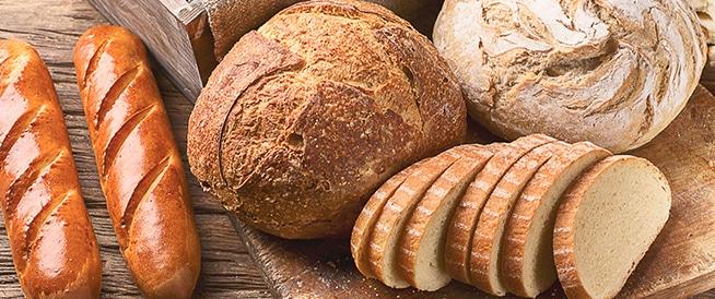 الخبز ونفخة البطن، ما هي العلاقة؟