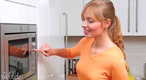 دراسة: تجنبوا تسخين الطعام بالعلب البلاستيكية