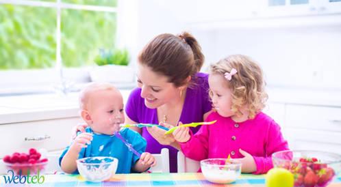 ليس بالحليب فقط: الأطعمة الإضافية للاطفال