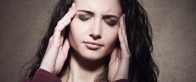 الصداع الهرموني لدى النساء: الاسباب والعلاج