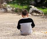 العلاقات الإجتماعية والطفل التوحدي