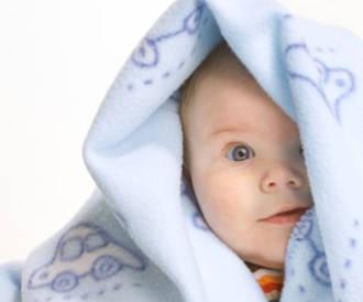 كل شيء عن تطعيمات طفلك والحمى بعد التطعيم