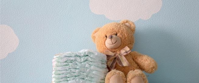 البراز داخل حفاضة الاطفال: دلالات انتبهي إليها