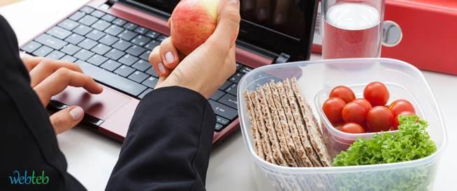 كيف تحصل على نظام غذائي صحي أثناء العمل!