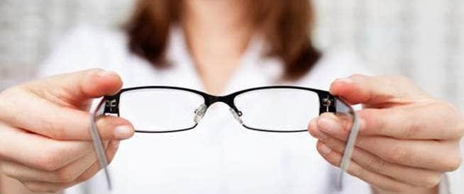 كيف أحافظ على نظارتي الطبية من التلف؟
