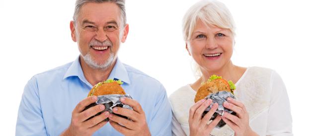 7 أغذية تجعلك تبدو أكبر سناً