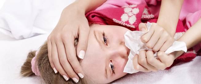 علاج الكحة عند الأطفال: بين وصفات الجدة وعيادة الطبيب