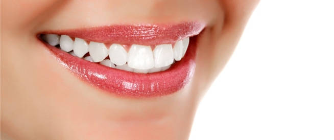 ابتسامة هوليود: ما هي فوائدها وأضرارها؟