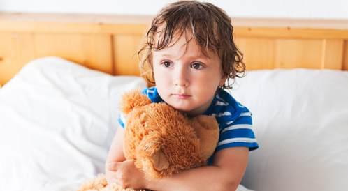 أكثر الخرافات شيوعاً حول تبول الطفل اللإرادي