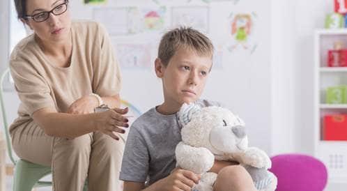 كيف تعيد الثقة لطفلك الذي يعاني من التبول اللاإرادي؟