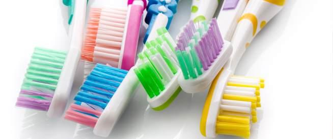 اكتشف الحقائق الصادمة حول فرشاة الأسنان