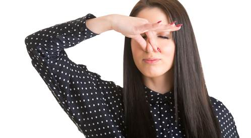 كيف أخبر شخصاً أن رائحة فمه كريهة؟!