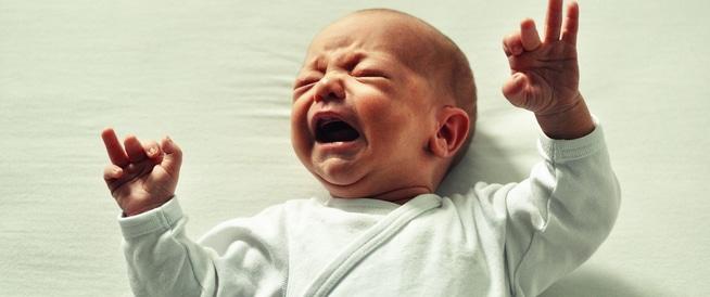 كيف تحلّي أحجية بكاء طفلك الرضيع؟