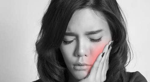 كيف نتجنب ألم الأسنان ومشاكل اللثة؟