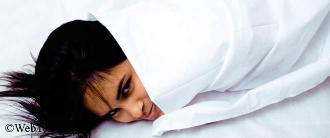العوامل المساعدة على النوم: فهم الخيارات المتاحة دون وصفة طبية