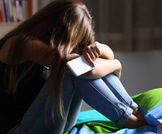 الاكتئاب في سن المراهقة: الوقاية تبدأ من رعاية الوالدين