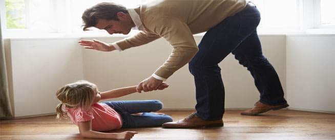 كيف يؤثر الضرب على طفلك