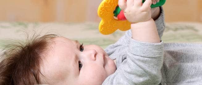 الطبيعي في نمو الطفل مع بلوغ عمر 4 أشهر