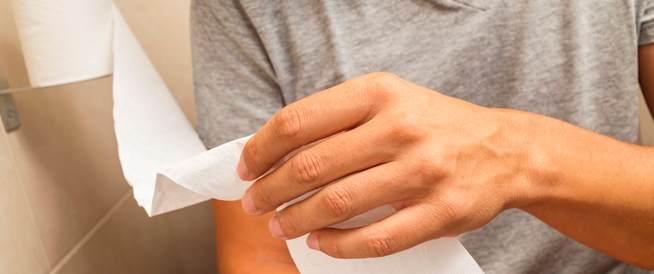 7 أسباب لوجود الدم في البراز