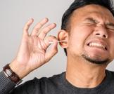 تنظيف الأذنين