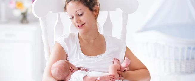 تغذية المولود الجديد من الولادة حتى 4 أشهر
