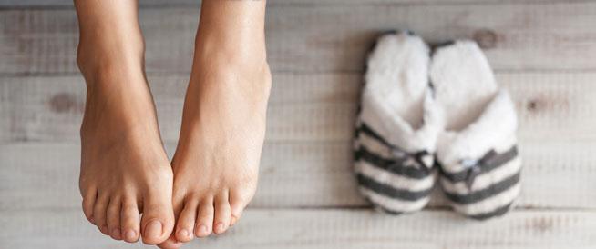 برودة القدمين: أسباب وعلاجات