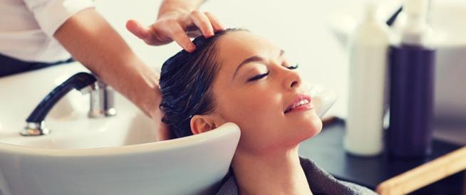 فوائد عدم غسل الشعر يومياً