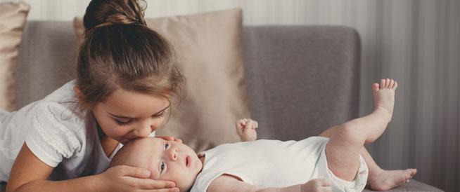 8 خطوات لإعداد الطفل مع قدوم مولود جديد