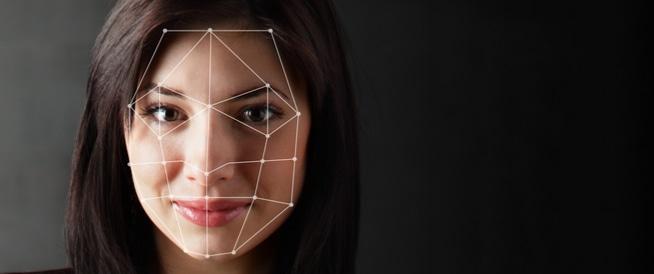 10 أمور تصيب وجهك لها تفسيرات صحية غريبة!