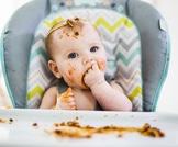 قائمة أطعمة احذري أن يتناولها طفلك