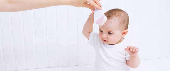 دليلك للعناية بشعر الطفل الرضيع