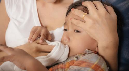 قيء الطفل متى يستدعي القلق ويب طب