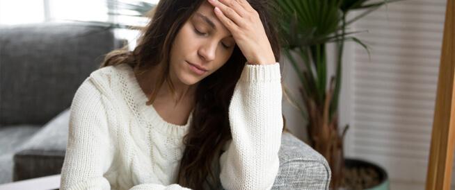 أعراض مميزة لنقص كل فيتامين: هل أنت مصاب بأي منها؟