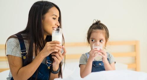 متى يمكن للأطفال شرب الحليب البقري؟