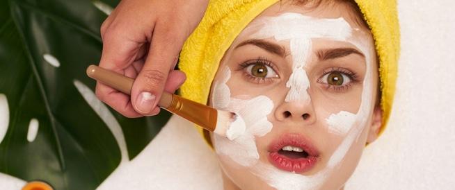 9 علاجات منزلية للتخلص من البقع البيضاء في البشرة