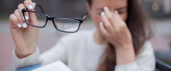 7 علاجات منزلية لألم العين ويب طب
