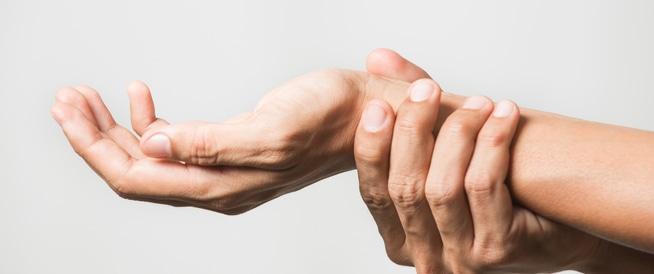 متلازمة النفق الرسغي بين الأسباب والعلاج