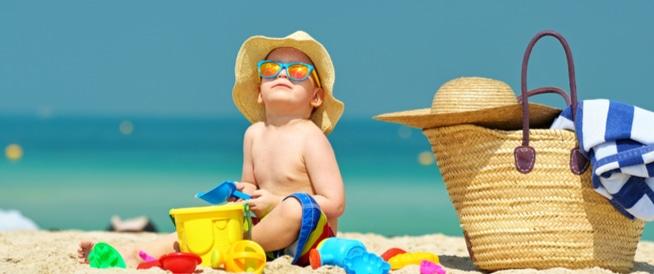 كيف تبقين طفلك آمنا من الشمس في الصيف؟