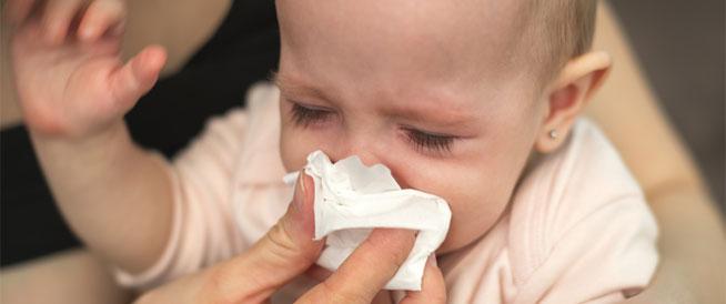 طرق وقاية الرضيع من الإصابة بنزلات البرد