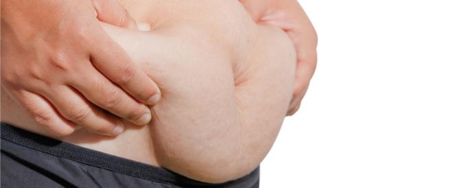 ترهلات البطن: أسباب وحلول طبية وطبيعية