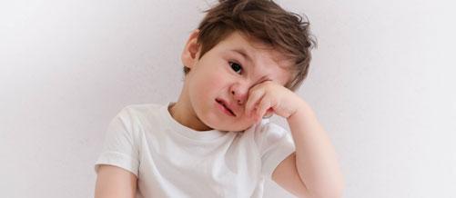 أمراض العيون الشائعة لدى الطفل قبل العامين