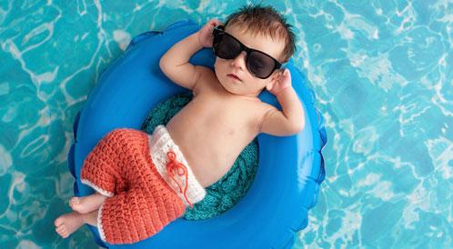 محاذير نزول الرضيع للمسبح