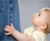 تعلق الطفل الزائد بالأم: مشكلة لها حلول!